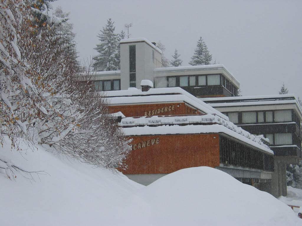 Apartamenty Residence Bucaneve Marilleva 1400 - widok ogólny zimą